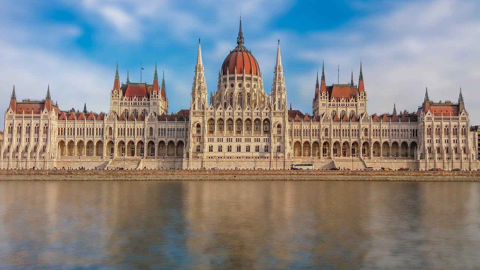 Látnivalók Budapesten: a magyar Parlament csodás homlokzata