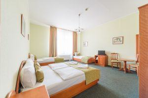baross-city-hotel-quadruple-room