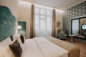 la-prima-fashion-hotel-deluxe-triple-room